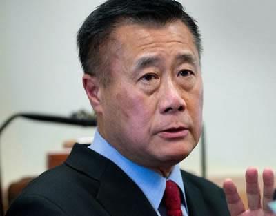 Сенатор от Калифорния, известен като противник на жестокостта в игрите е арестуван за търговия на оръжие