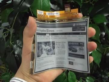 LG пуска първите електронни книги с гъвкави дисплеи през април