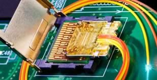 Intel официално показва USB убиеца Light Peak