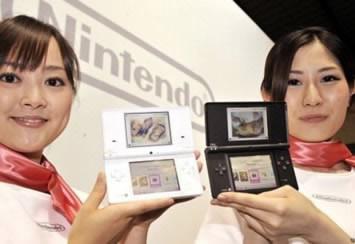 Nintendo стартира продажбите на триизмерната гейм конзола 3DS, Sony сваля цената на PSP