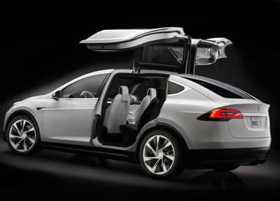 Дебютът на електромобила Tesla Model X се забавя