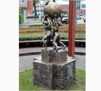 В Полша откриха първия паметник, посветен на Уикипедия
