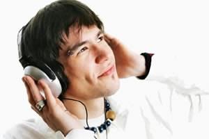 Tunatic слуша музиката с вас и разпознава изпълнителя и името на песента