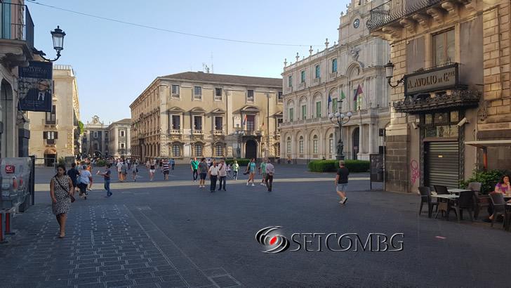 Площад в Catania с характерна черна настилка от Етна