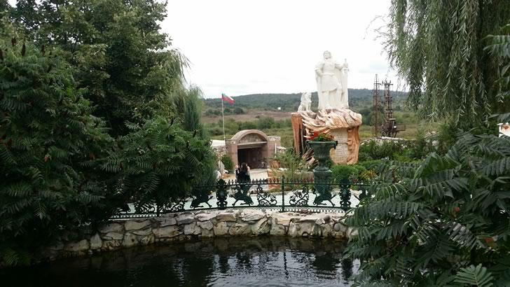 Лебеди - Замъка Равадиново
